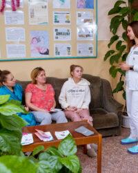 Консультація лікаря з вагітними жінками